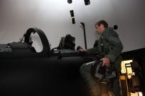 805-01 Pilot betritt den EF FMS